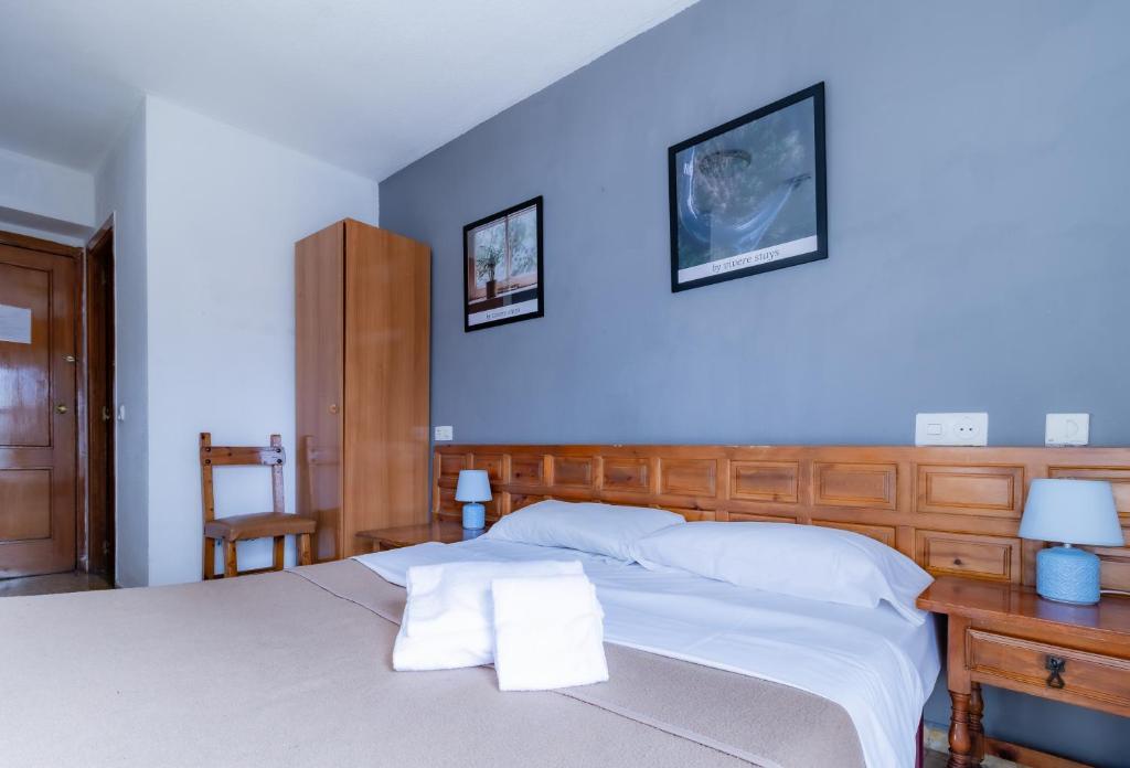 Un ou plusieurs lits dans un hébergement de l'établissement Casa de Huespedes Carabanchel by Vivere Stays