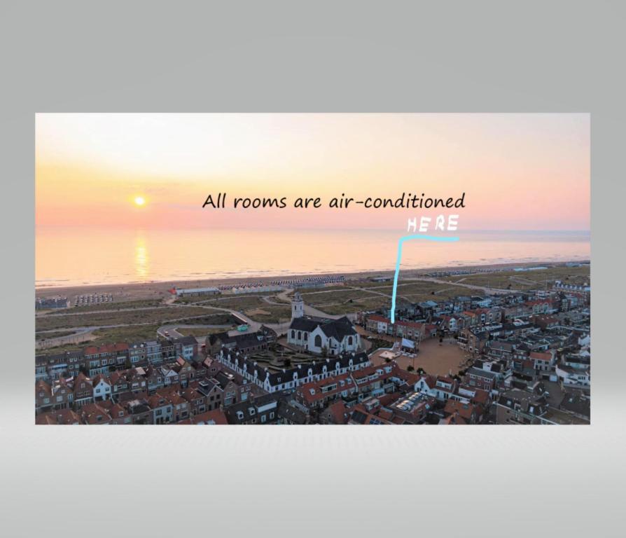 Blick auf Bed and Breakfast Katwijk aus der Vogelperspektive