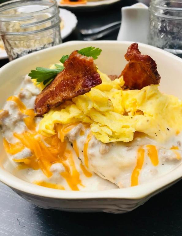 The Farmhouse Inn Kitchen 2 Blocks From Downtown Whitefish Montana Usa Whitefish Booking Com