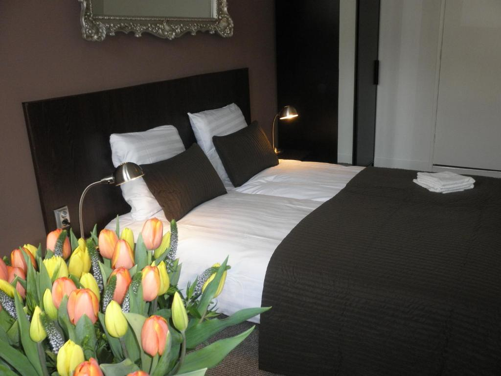 A bed or beds in a room at Hotel Orion