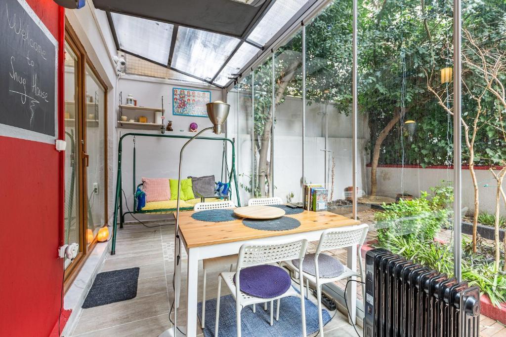 Stylish Apartment with Backyard near Trendy Attractions in Sisli