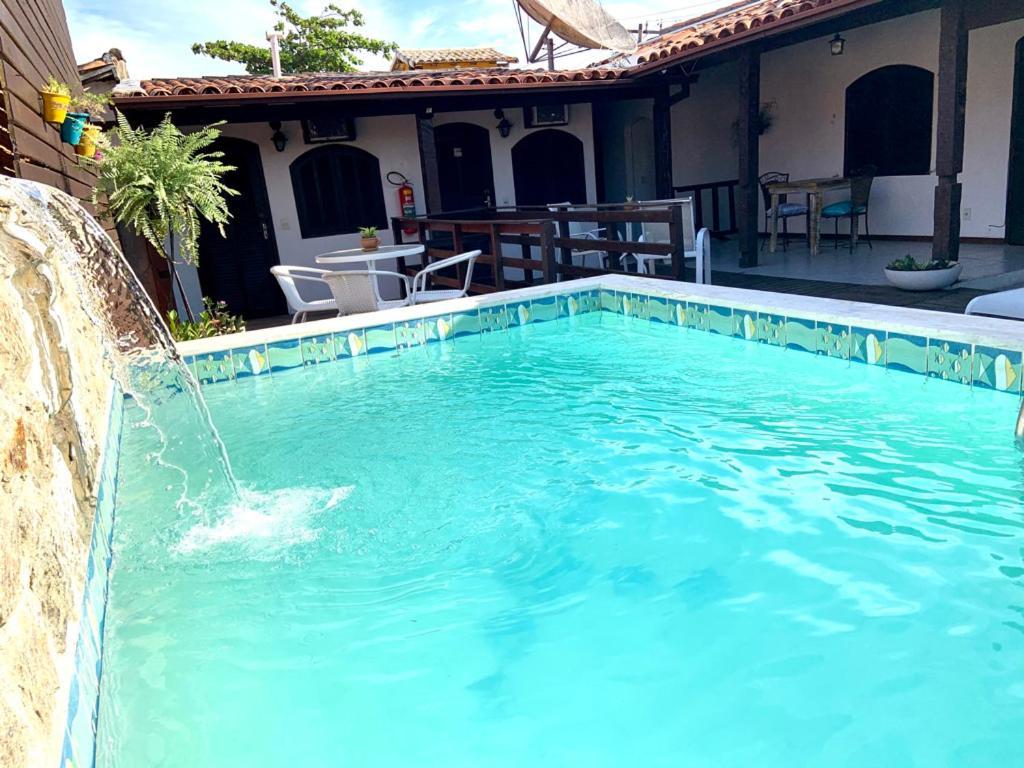A piscina localizada em Bella Buzios Pousada ou nos arredores