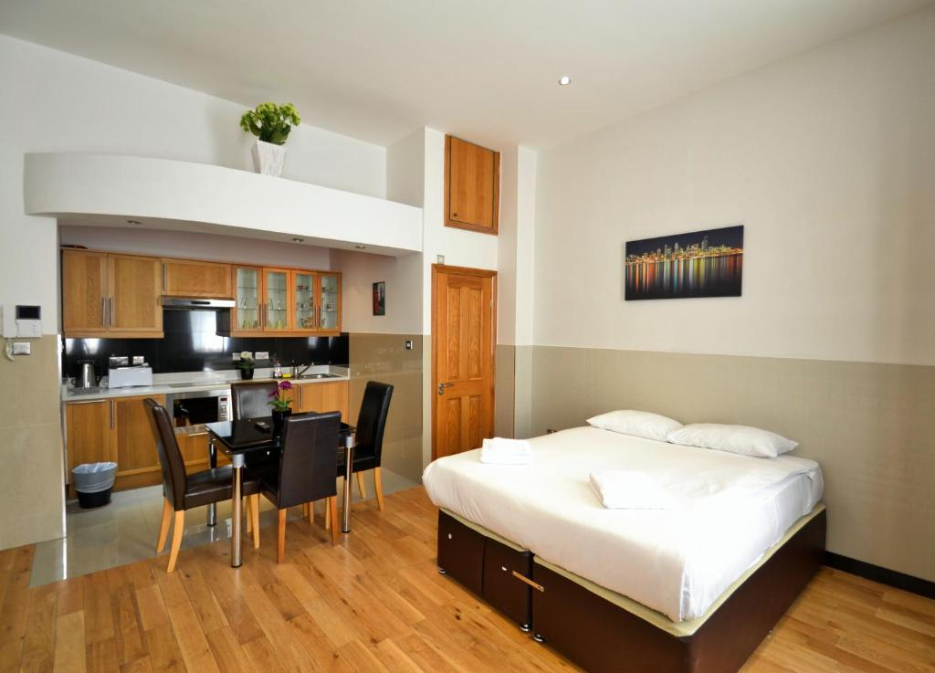 Crown Hyde Park Hotel - Laterooms