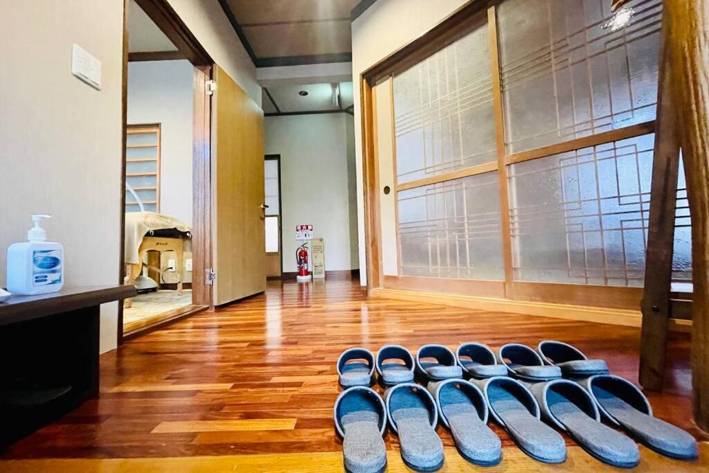 箱根芦ノ湖畔天然温泉にごり湯の隠れ宿「九十九湖畔荘」Hakone Lake Side Villa & Hot Springs