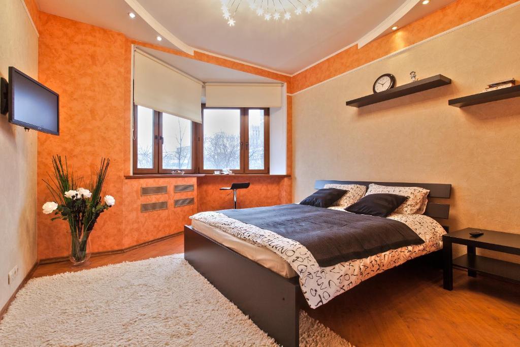 Кровать или кровати в номере Miracle Apartments Арбатская