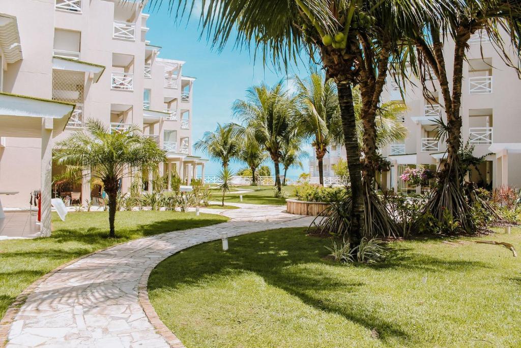 A garden outside Qavi - Apartamento aconchegante na Praia de Pirangi #VilaImperial