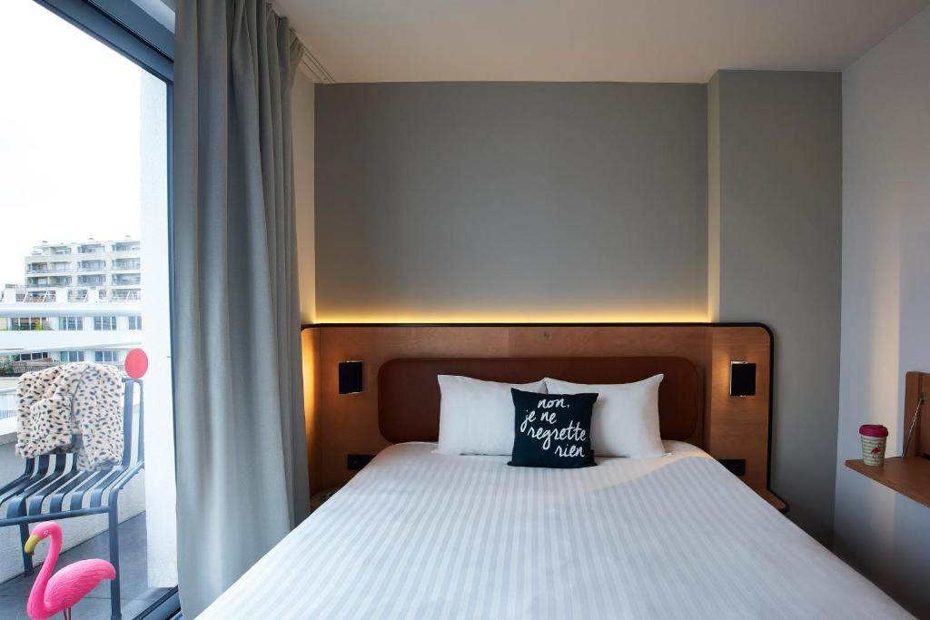 A bed or beds in a room at Moxy Paris Bastille