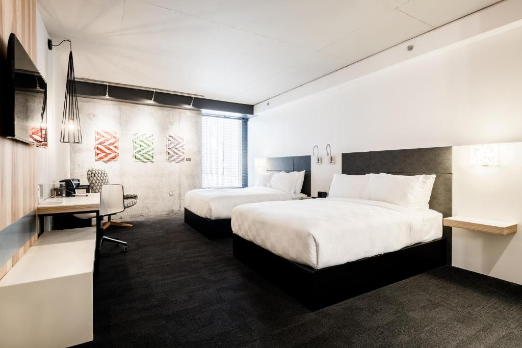 A bed or beds in a room at Alt Hotel Ottawa