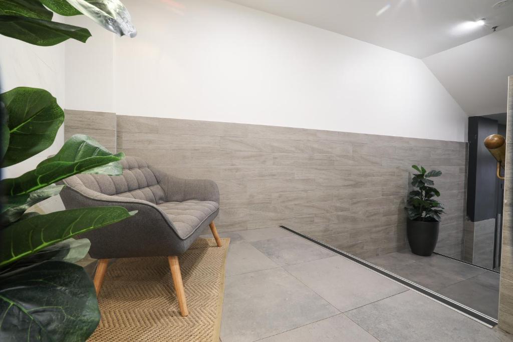 A seating area at Madison Carrington Apartments