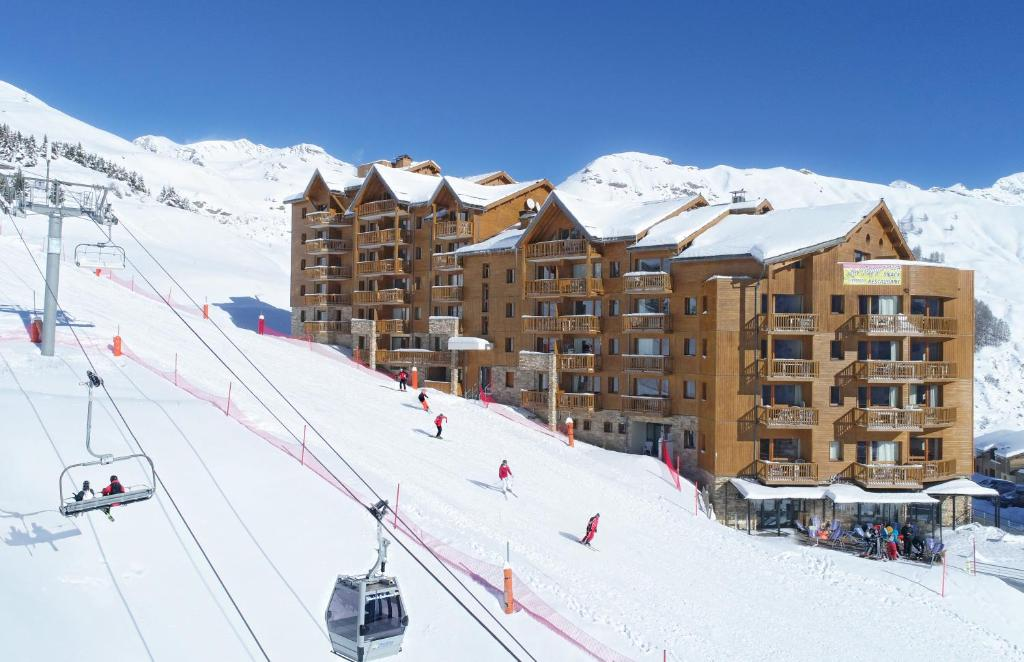 Résidence Odalys Rochebrune during the winter