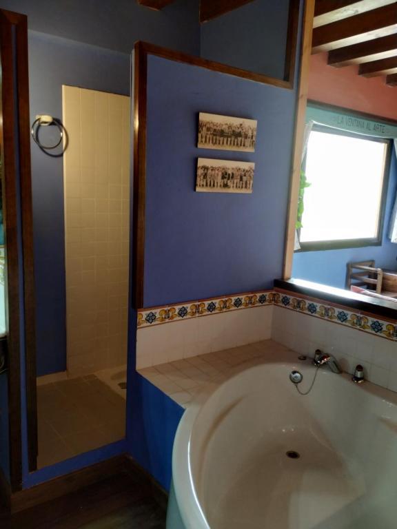 A bathroom at La Casona de la Reina Berta
