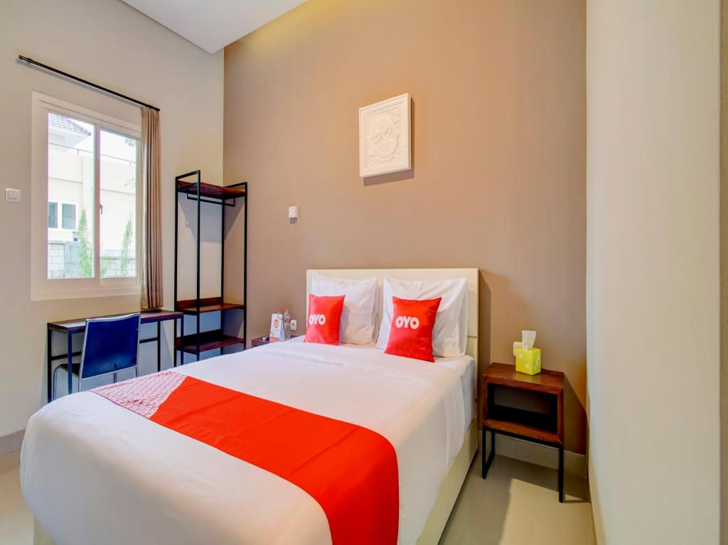 A bed or beds in a room at OYO 90181 Bubusini