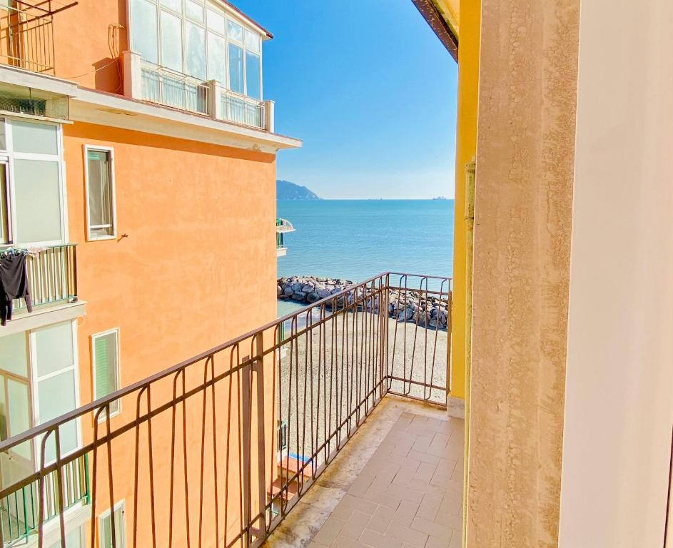 A balcony or terrace at Cosy Flat with Sea View Balcony