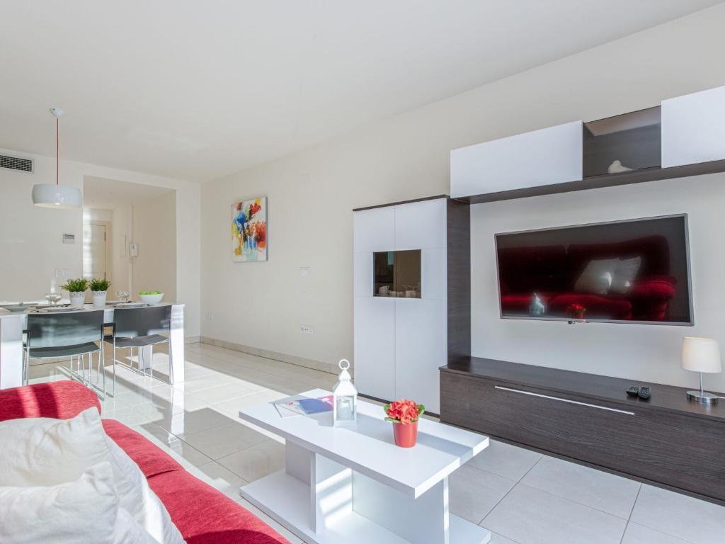 Zona de estar de Peaceful Apartment in Roses near de la Punta Beach