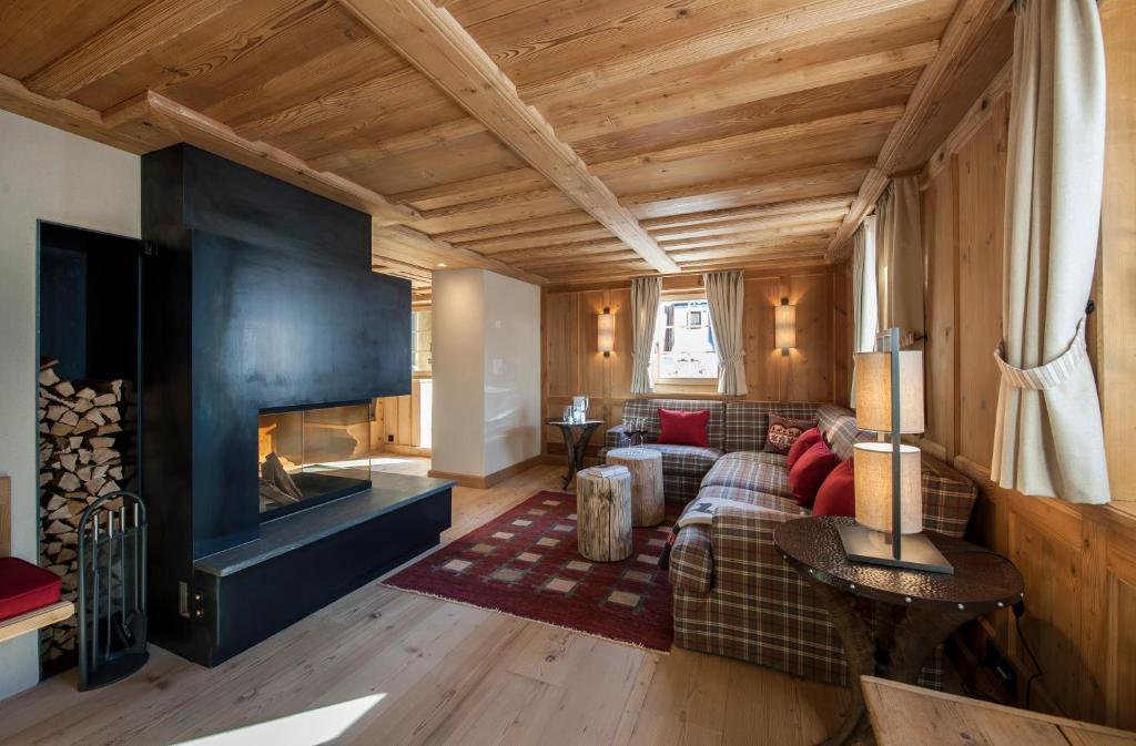 Ein Sitzbereich in der Unterkunft Chalet Berghof Sertig