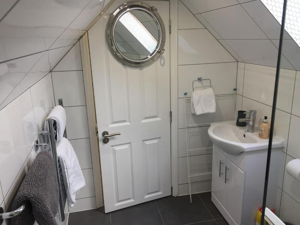 A bathroom at Harpenden House Apartment 5 quality studio