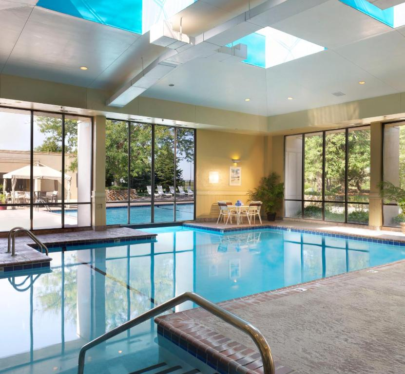 The swimming pool at or near Omaha Marriott