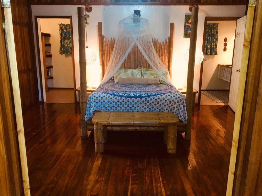 A bed or beds in a room at Coral Hill Bungalows