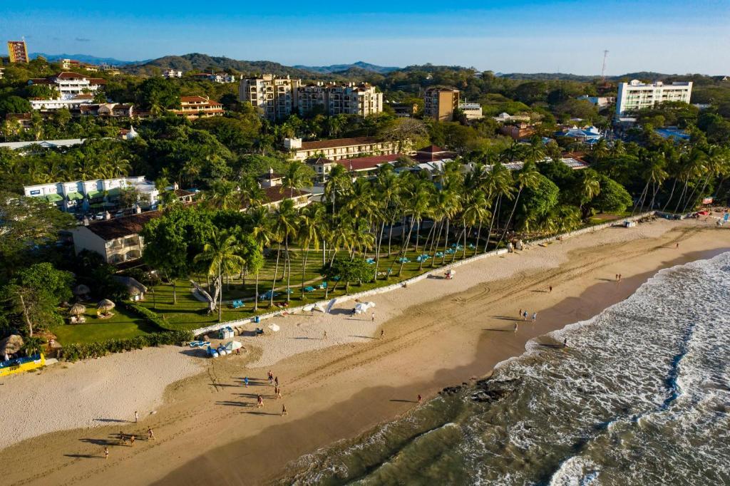 Hotel Tamarindo Diria Beach Resort a vista de pájaro