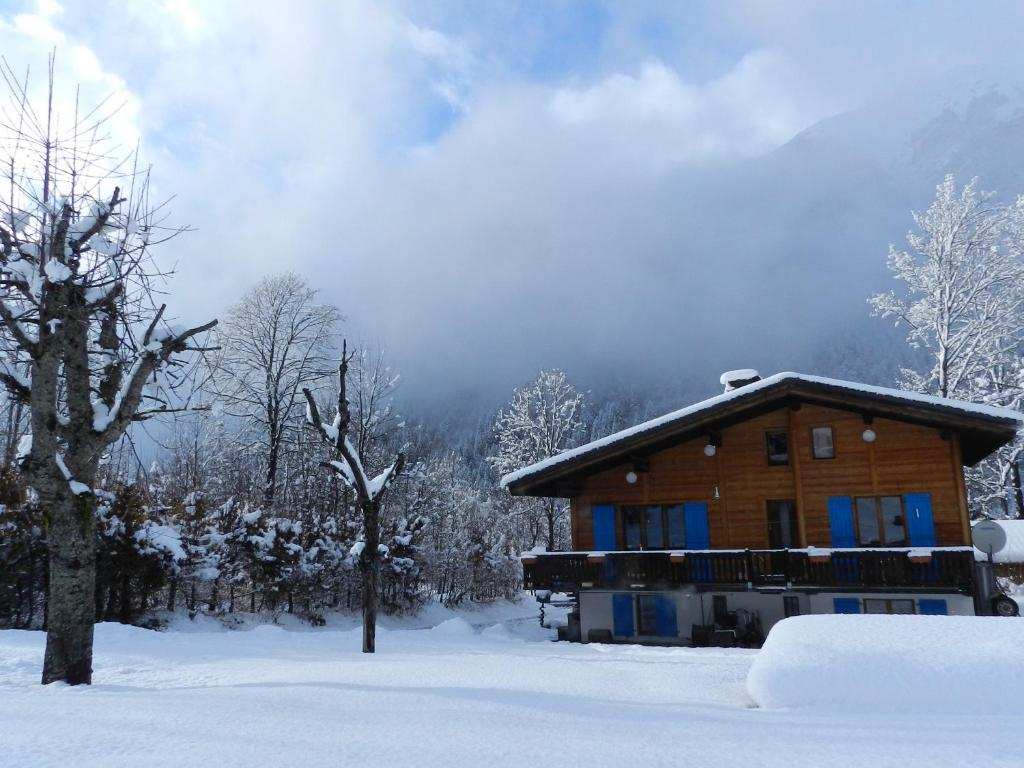 Chalet Les Frenes during the winter