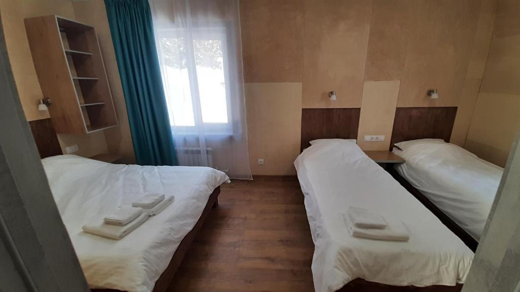 Кровать или кровати в номере Гостевой Дом Заповедный Лес