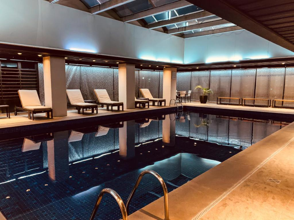 The swimming pool at or close to Ouro Minas Palace Hotel