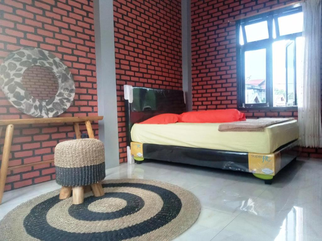 A bed or beds in a room at Kurnia Homestay