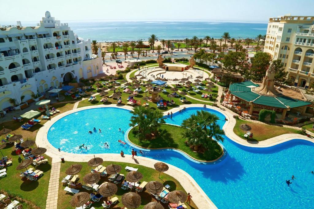 Вид на бассейн в HOTEL LELLA BAYA или окрестностях