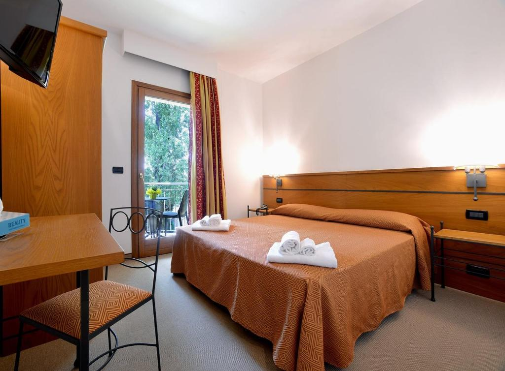 A bed or beds in a room at Hotel alle Mondine