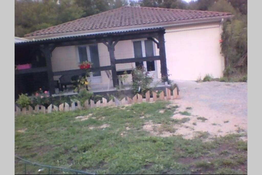 F1 noir/anis, avec terrasse couverte et jardin (E)