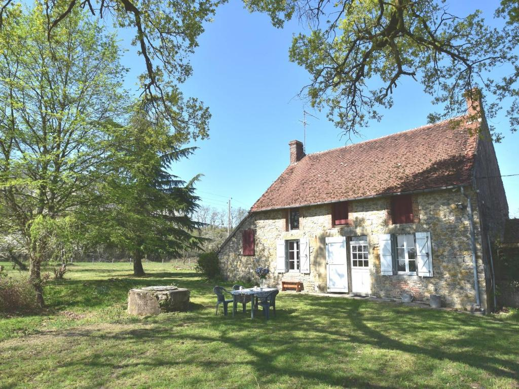 Countryside Holiday Home in Decize near Town Centre
