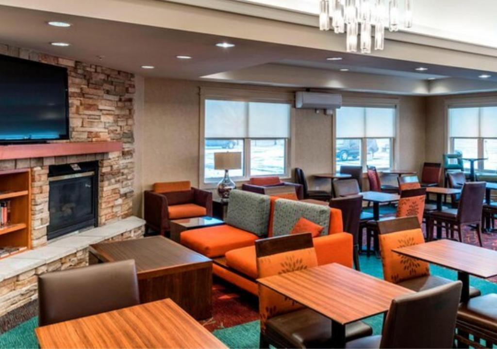 A restaurant or other place to eat at Residence Inn Holland