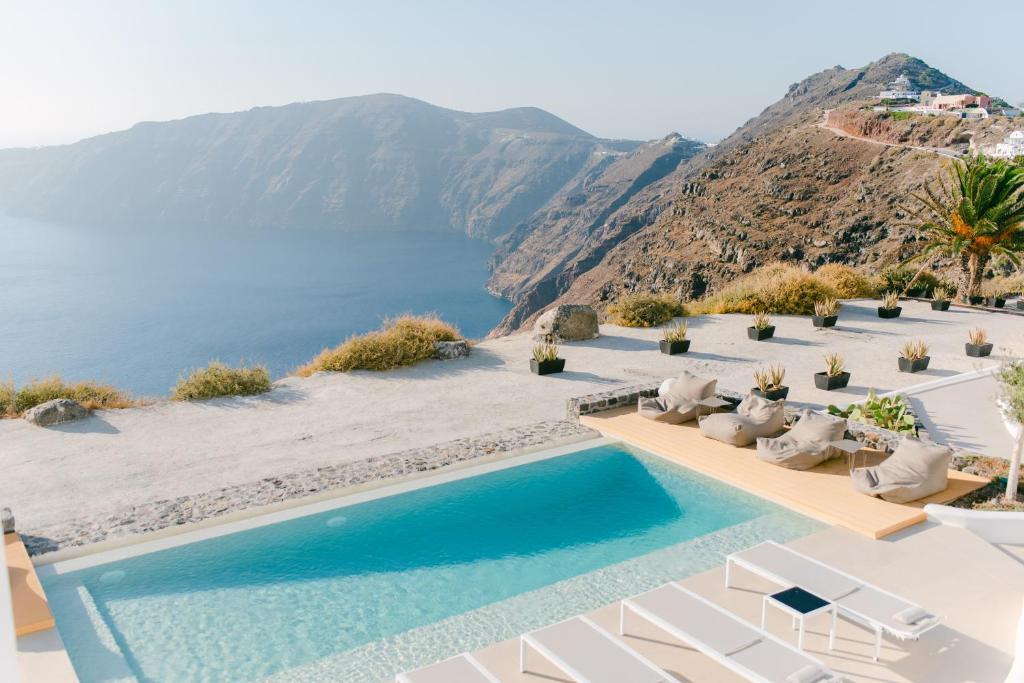 Θέα της πισίνας από το Rocabella Santorini Hotel & Spa ή από εκεί κοντά