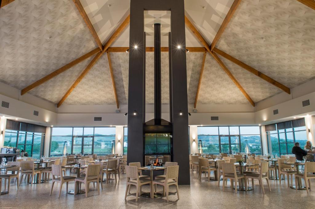 A restaurant or other place to eat at Novotel Barossa Valley Resort