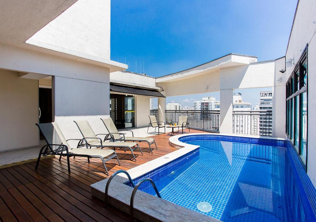 The swimming pool at or near Estanplaza Ibirapuera