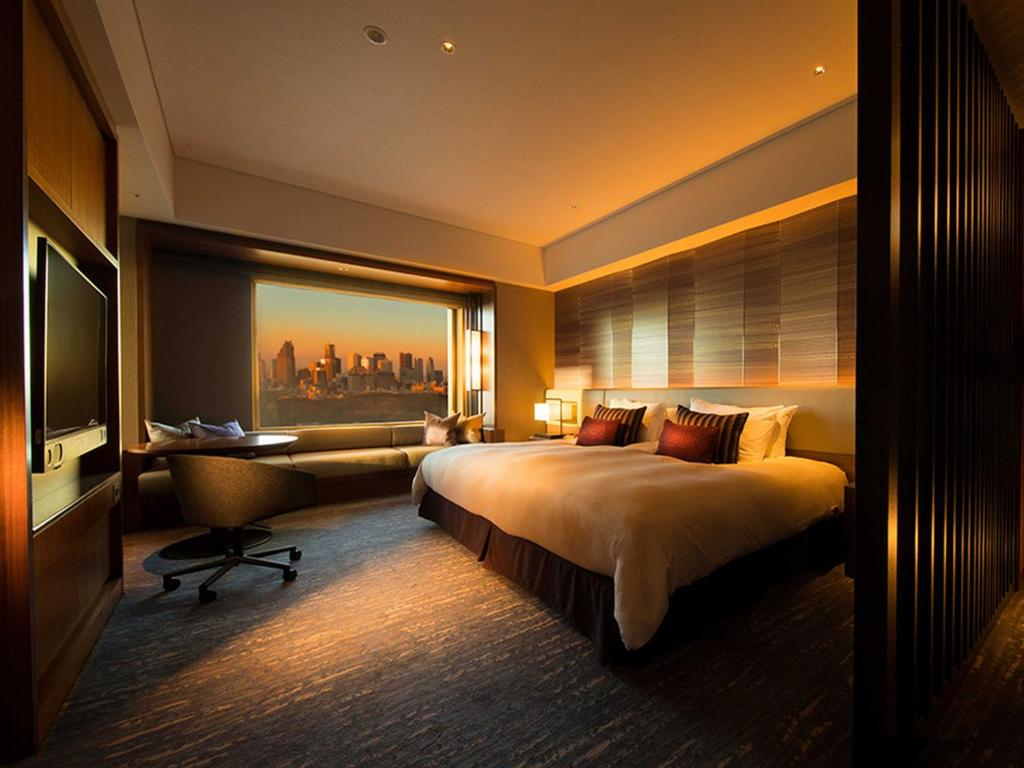 A bed or beds in a room at Cerulean Tower Tokyu Hotel