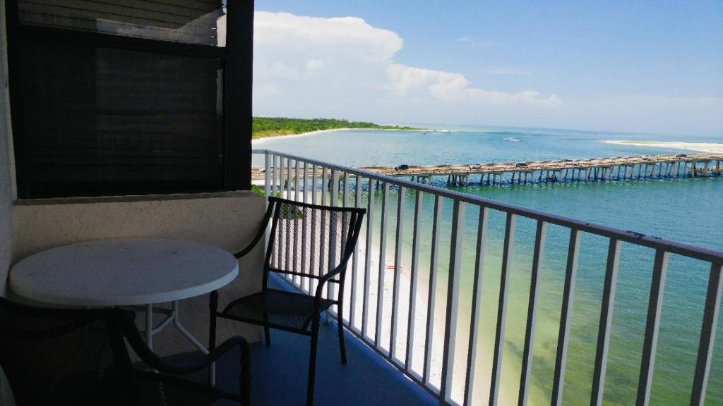 A balcony or terrace at Lover's Key Beach Club by Check-In Vacation Rentals