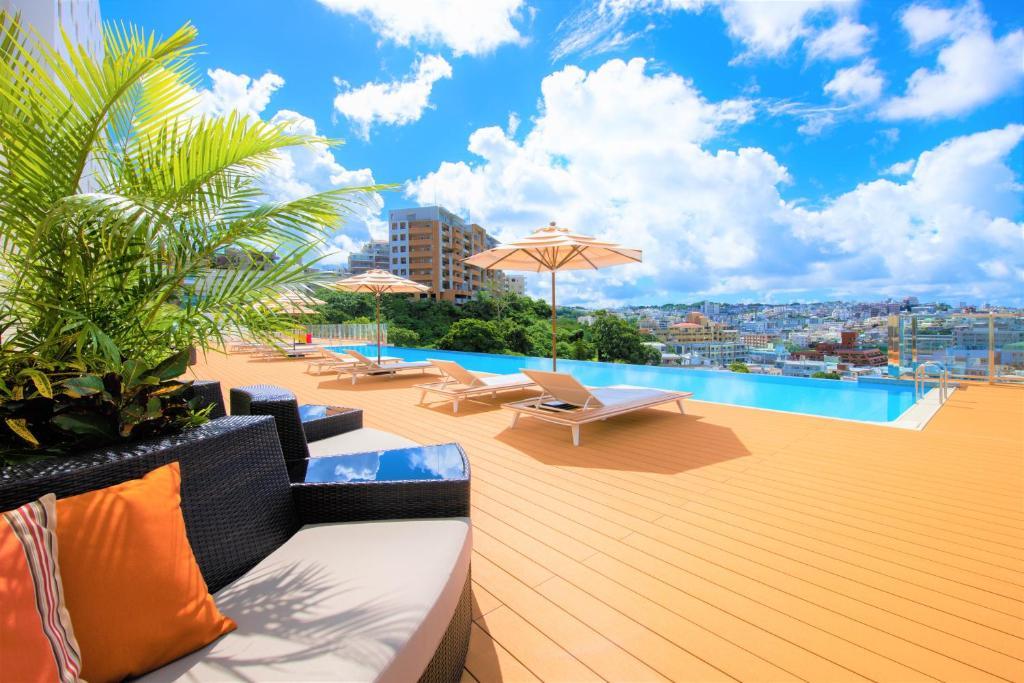ノボテル沖縄那覇の敷地内または近くにあるプール