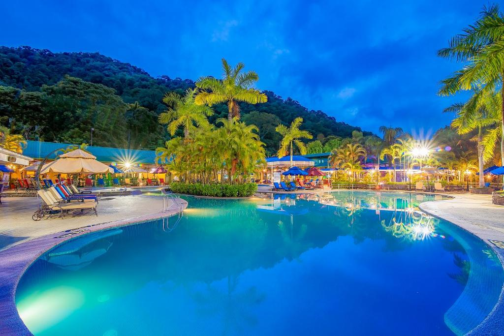 The swimming pool at or near Hotel Casa Roland Golfito Resort