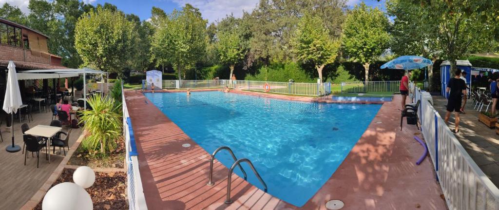 Vista de la piscina de Camping El Pinajarro o alrededores