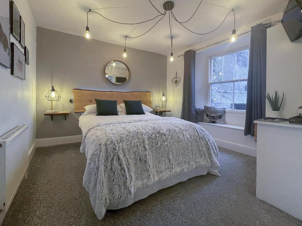 A bed or beds in a room at Windermere Guesthouse