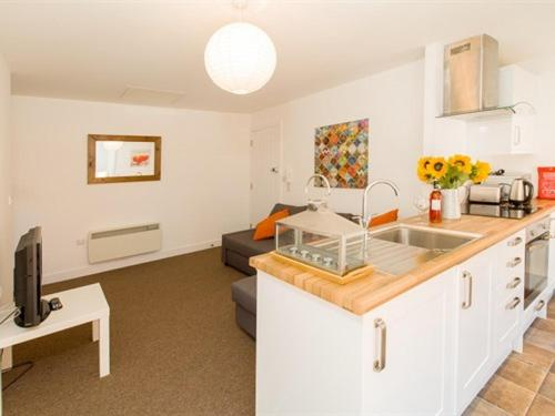 A kitchen or kitchenette at Beddoe Apartments Premier Lodge Eastleigh near Winchester and Southampton