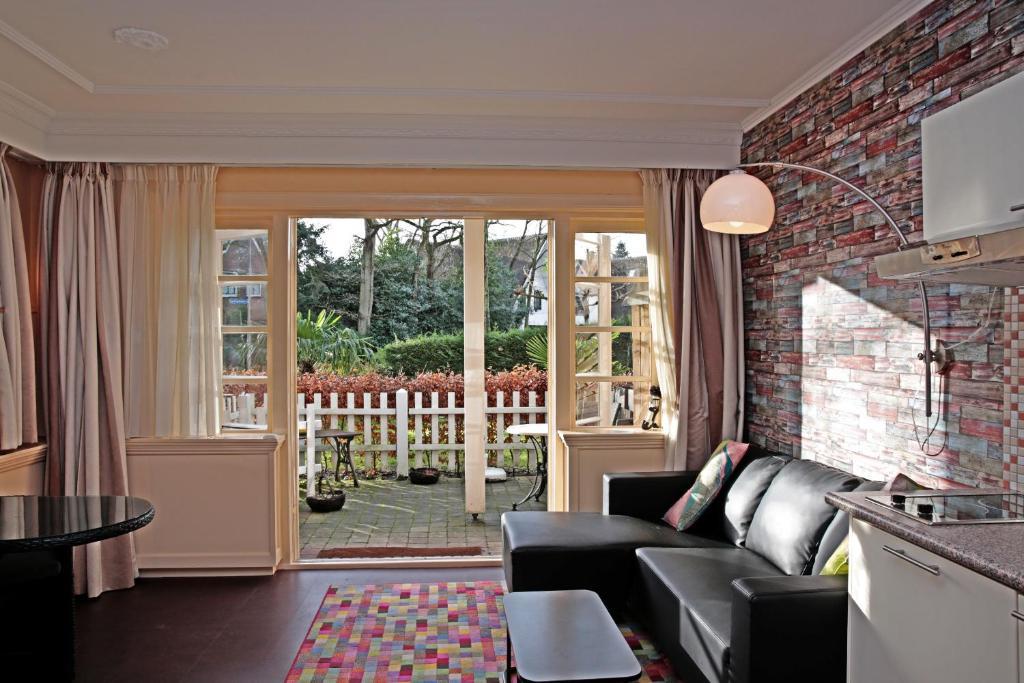 A seating area at Villa Prinsenhof # Eén