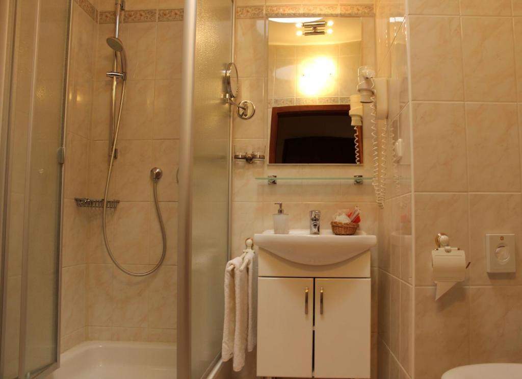 Un baño de Stadthotel Augsburg