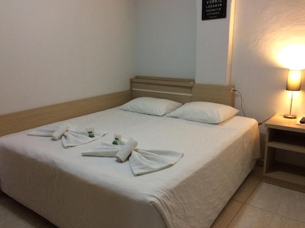 A bed or beds in a room at Nhtel Acomodações
