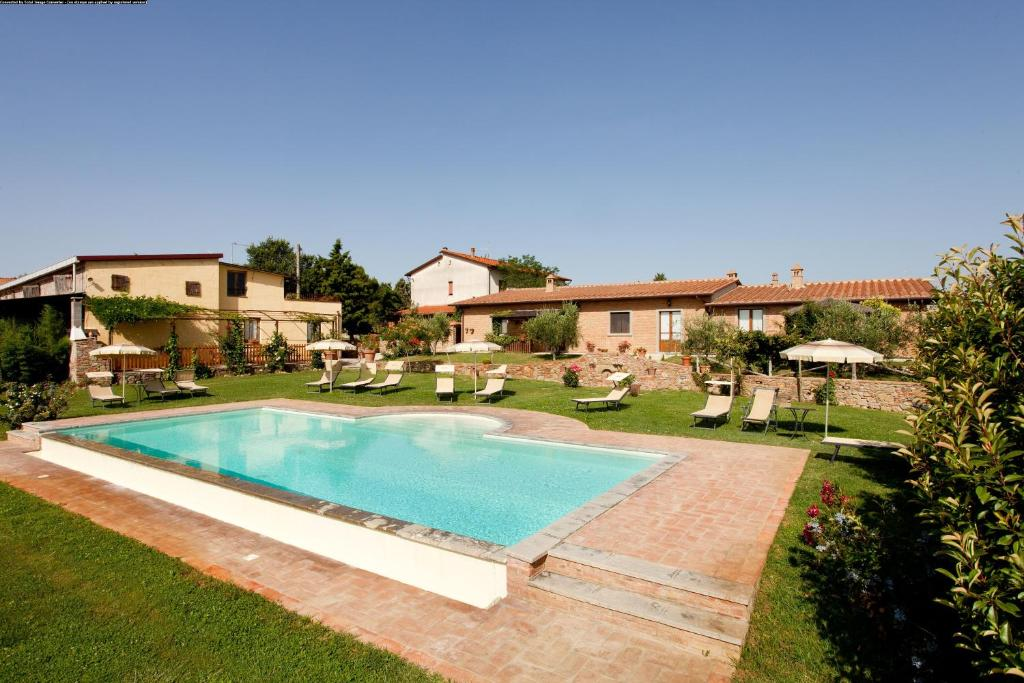 The swimming pool at or near Agriturismo Pratovalle