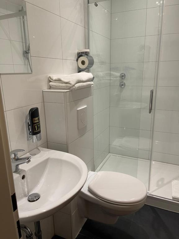 Ванная комната в Hotel Agat Hofheim-Wallau
