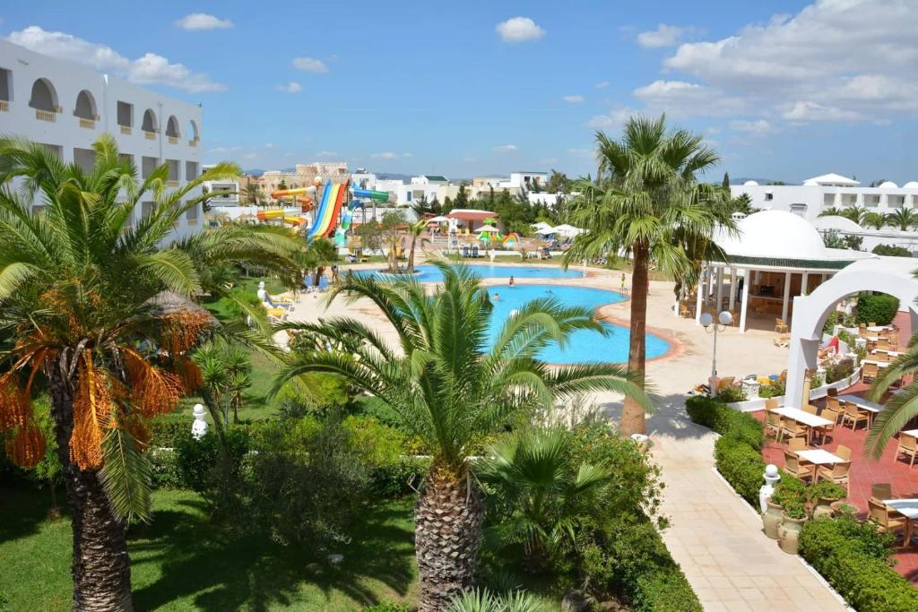 Uitzicht op het zwembad bij Hotel Zodiac of in de buurt