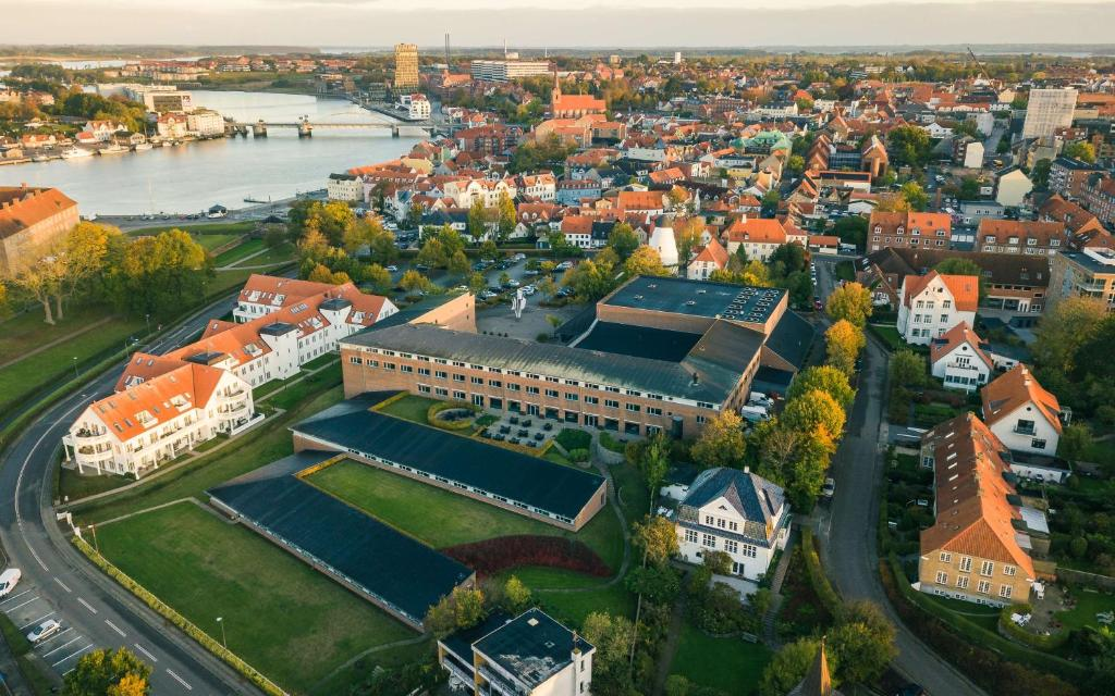 Et luftfoto af Hotel Sonderborg Strand; Sure Hotel Collection by Best Western