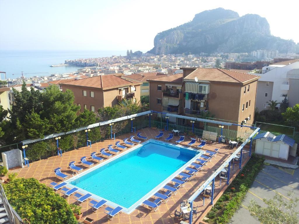 Uitzicht op het zwembad bij Hotel Villa Belvedere of in de buurt